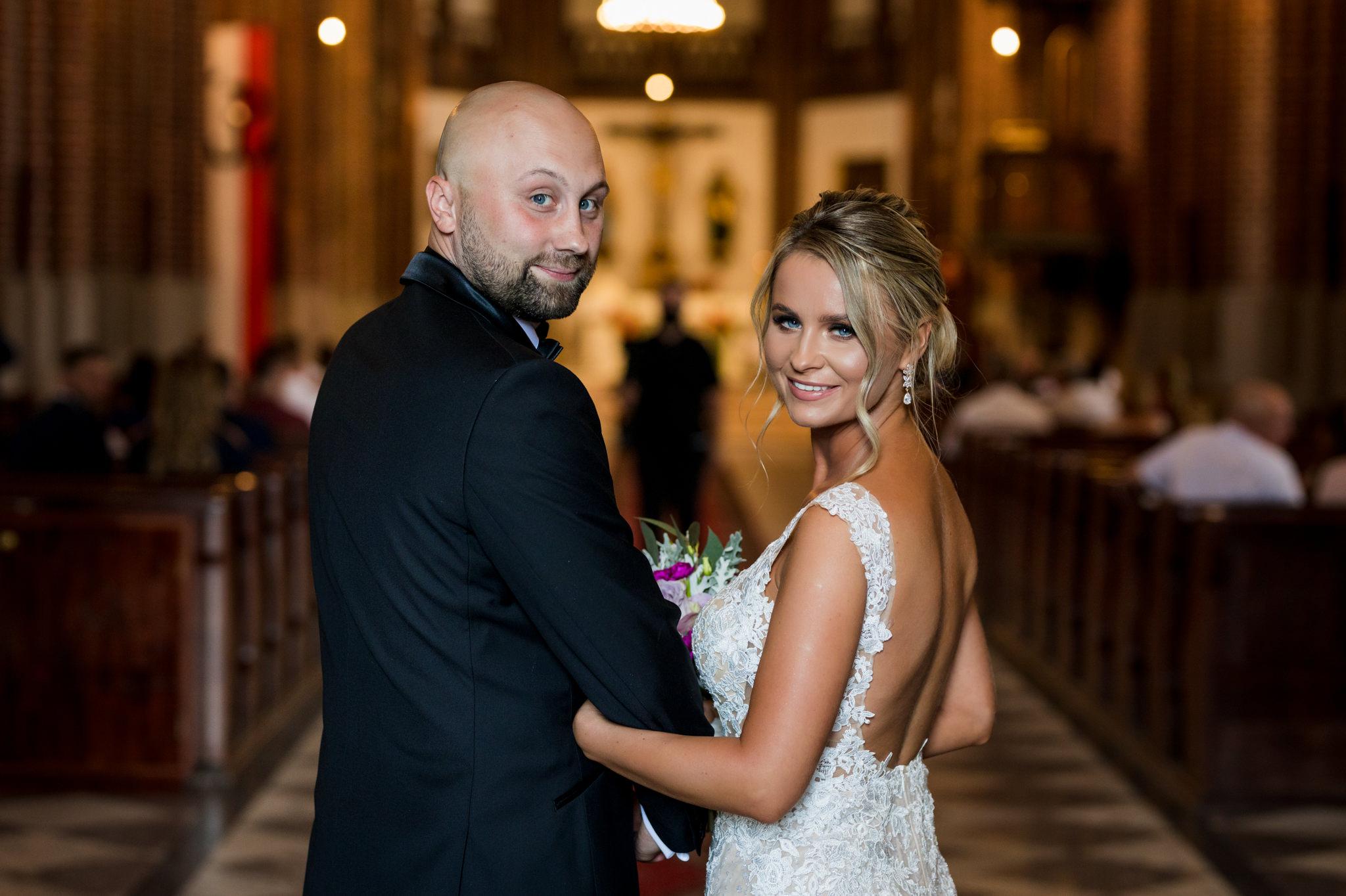para młoda tuż przed ślubem